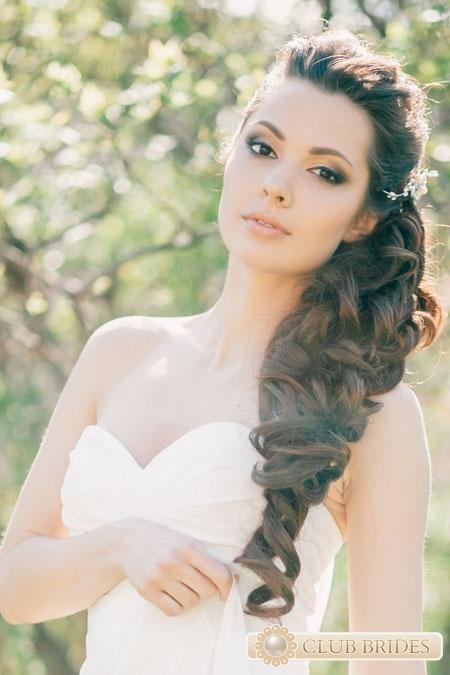 Свадебные прически с косами на бок