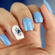 Голубой свадебный маникюр (40 фото идей)
